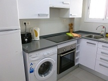 Fully equipped kitchen with dishwasher, microwave, kettle, etc.