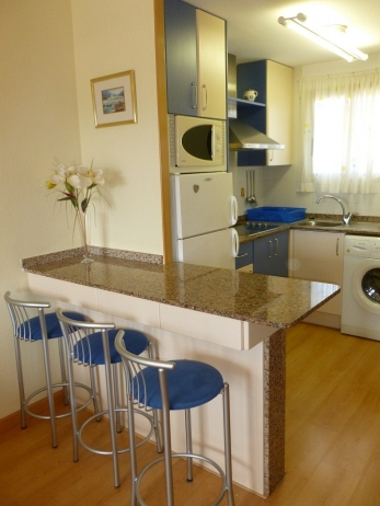 ully equipped kitchen with breakfast bar
